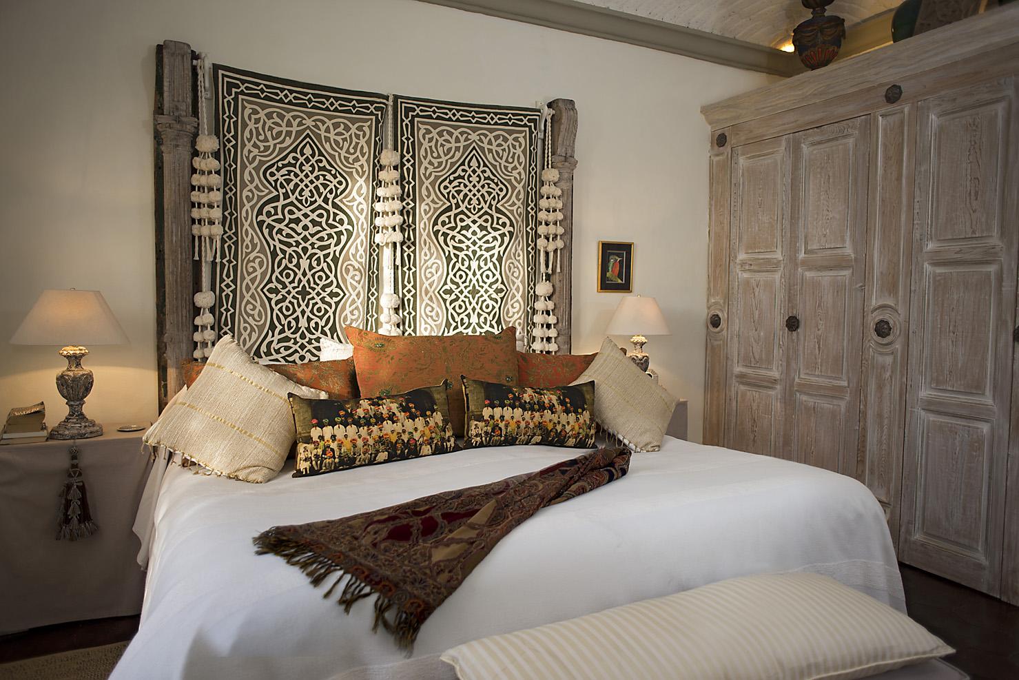 Master Bedroom - King bed - 1st floor
